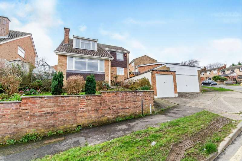 4 Bedrooms Detached House for sale in Polhill Drive, Chatham, Kent, ME5