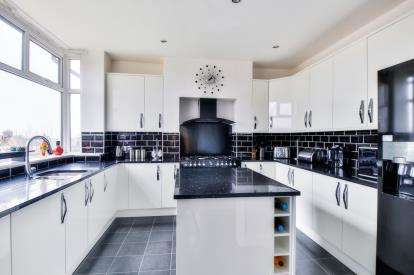 3 Bedrooms Semi Detached House for sale in Ighten Road, Ightenhill, Burnley, Lancashire, BB12