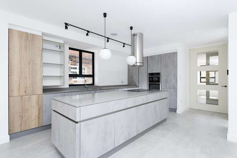 5 Bedrooms House for sale in The Ridgeway, NW11