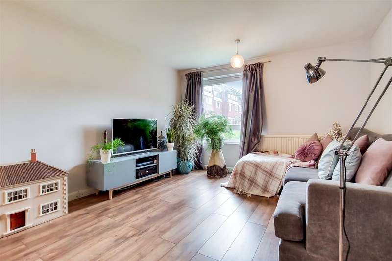 1 Bedroom Flat for sale in Victoria Crescent, Seven Sisters, N15