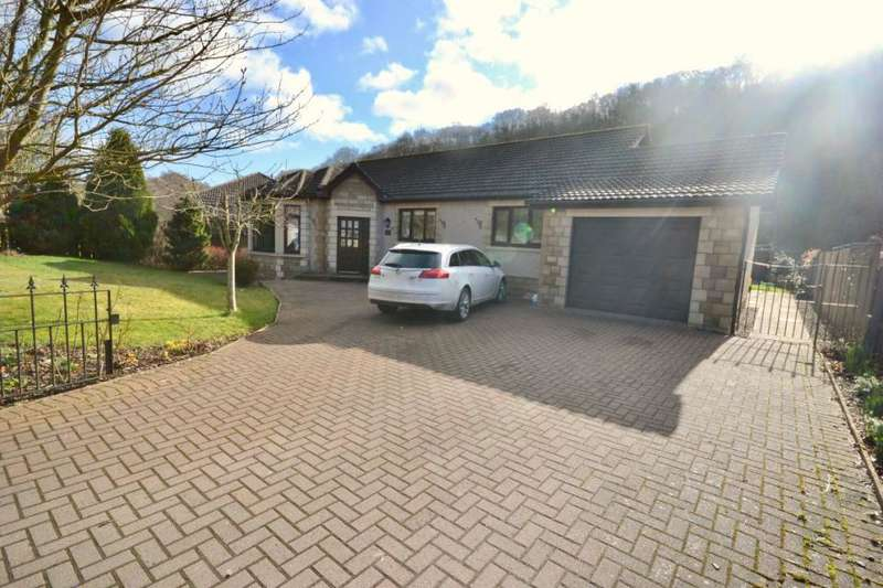 3 Bedrooms Bungalow for sale in Slitrig Edge, 27 Liddesdale Crescent Hawick, TD9 0EX