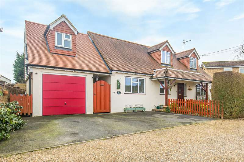 3 Bedrooms Detached House for sale in Grove Road, Tatsfield, Westerham