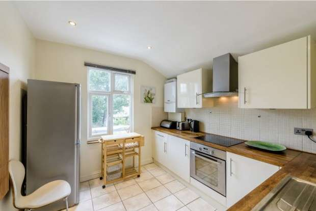 2 Bedrooms Apartment Flat for sale in Cambray Road, Balham, SW12