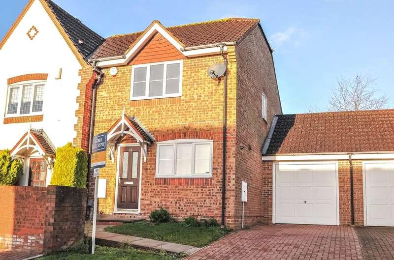 3 Bedrooms Semi Detached House for sale in Harriet Walker Way, Rickmansworth, Hertfordshire, WD3