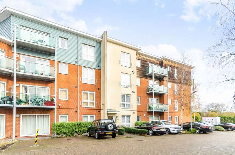 2 Bedrooms Flat for sale in Medhurst Drive, Bromley, BR1