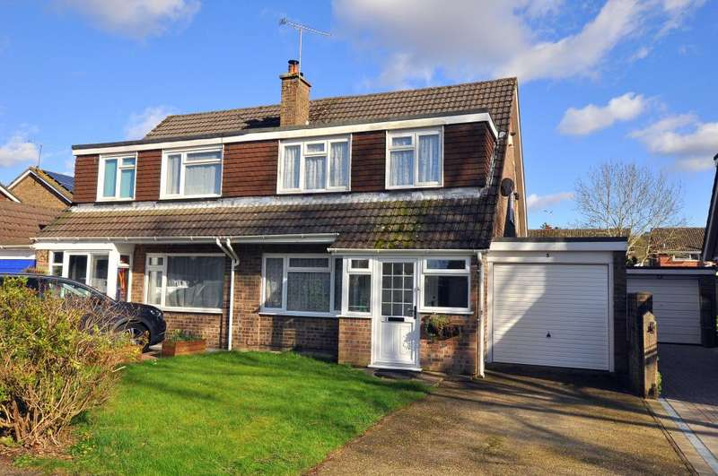 3 Bedrooms Semi Detached House for sale in Ringwood, BH24 1XS