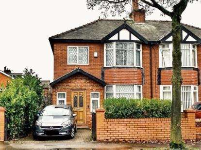 3 Bedrooms Semi Detached House for sale in Parkhills Road, Bury, Greater Manchester, BL9