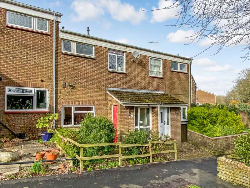 2 Bedrooms Semi Detached House for sale in Kingsley Walk, Tring