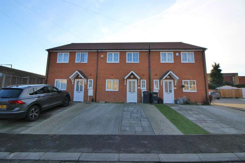 2 Bedrooms Terraced House for sale in Wycliffe Close, Cheshunt, Waltham Cross