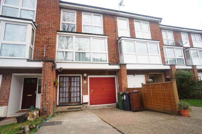 5 Bedrooms Terraced House for sale in Chingford