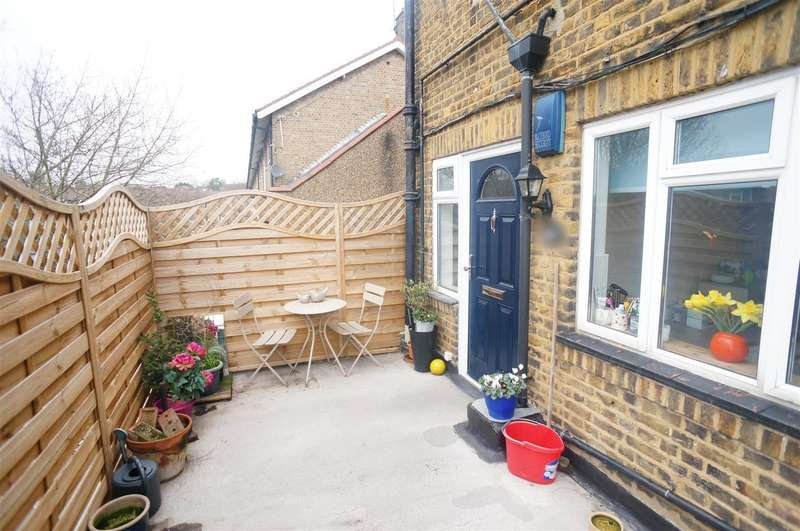 2 Bedrooms Flat for sale in Old Church Road, London