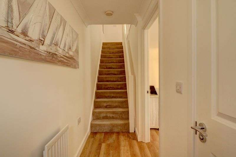 4 Bedrooms Property for sale in Chilworth Way, Hook