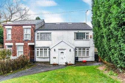 5 Bedrooms Semi Detached House for sale in Haughton Green Road, Haughton Green, Denton, Manchester