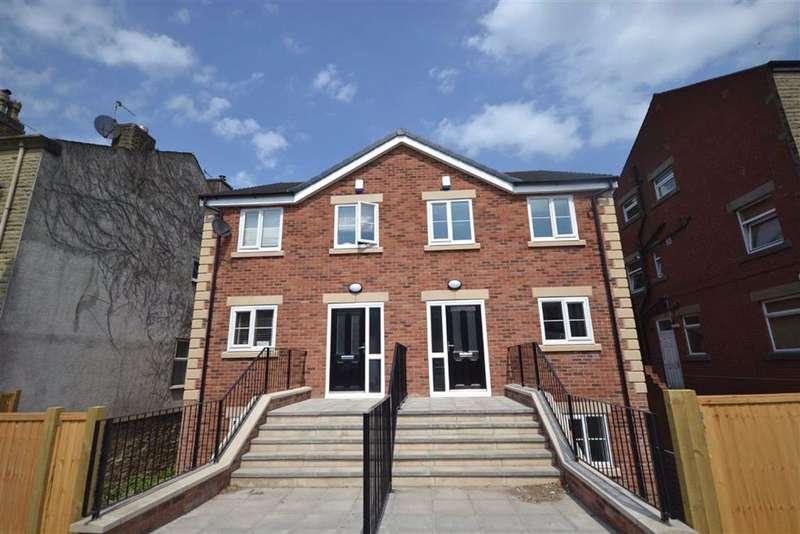 4 Bedrooms Semi Detached House for sale in Bury Road, Tottington, Bury, BL8