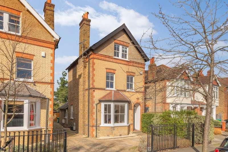 5 Bedrooms Detached House for sale in Holmesdale Road, Teddington, TW11