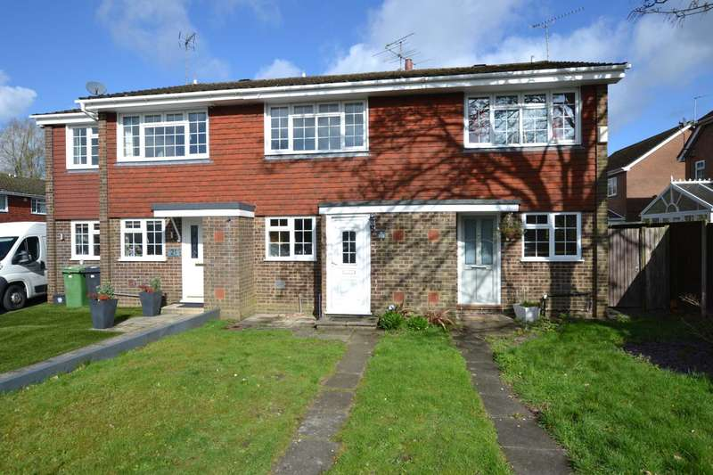 2 Bedrooms Terraced House for sale in Waterside Close, Bordon, GU35