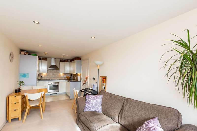 2 Bedrooms Flat for sale in Durnsford Road, Wimbledon Park, SW19