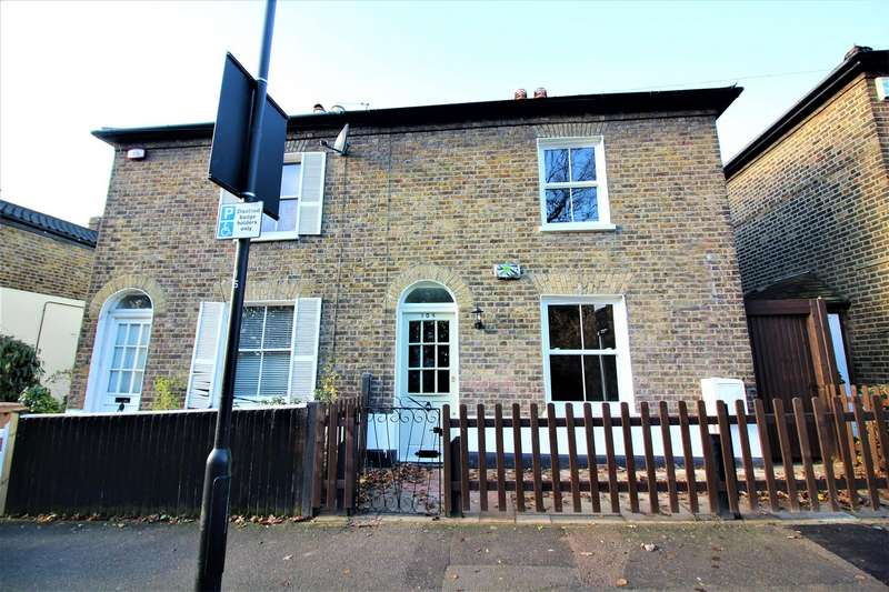 3 Bedrooms Semi Detached House for sale in Forest Rise, London