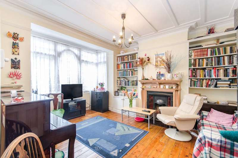 3 Bedrooms Flat for sale in Highlands Avenue, Acton, W3