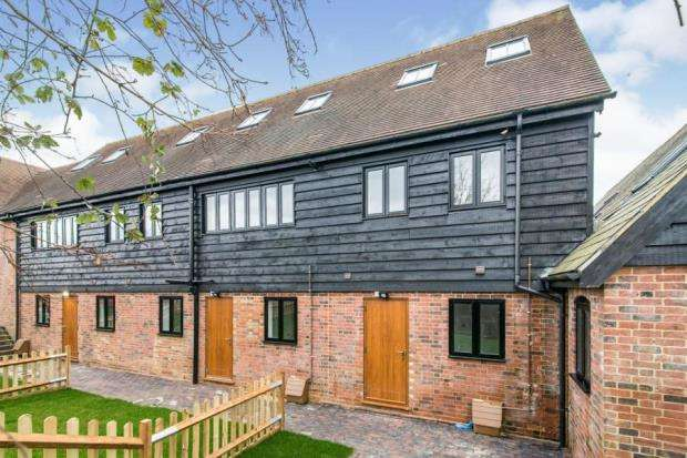 2 Bedrooms Flat for sale in Bramley, Tadley, Hampshire