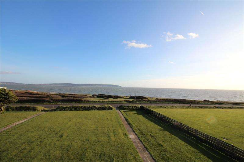 2 Bedrooms Apartment Flat for sale in Rookcliff, Rookcliff Way, Milford On Sea, Lymington, SO41