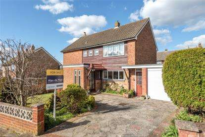 4 Bedrooms Detached House for sale in Waring Close, Orpington, Kent