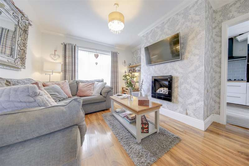 2 Bedrooms Terraced House for sale in Cedar Avenue, Haslingden, Rossendale