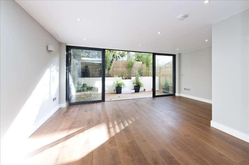 2 Bedrooms Flat for sale in St Stephens Avenue, Shepherd's Bush W12