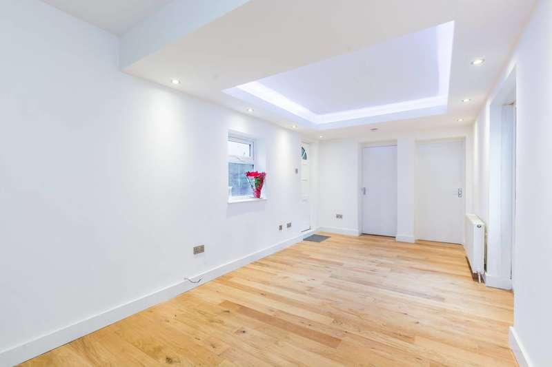 2 Bedrooms Flat for sale in Eglinton Road, Woolwich, SE18