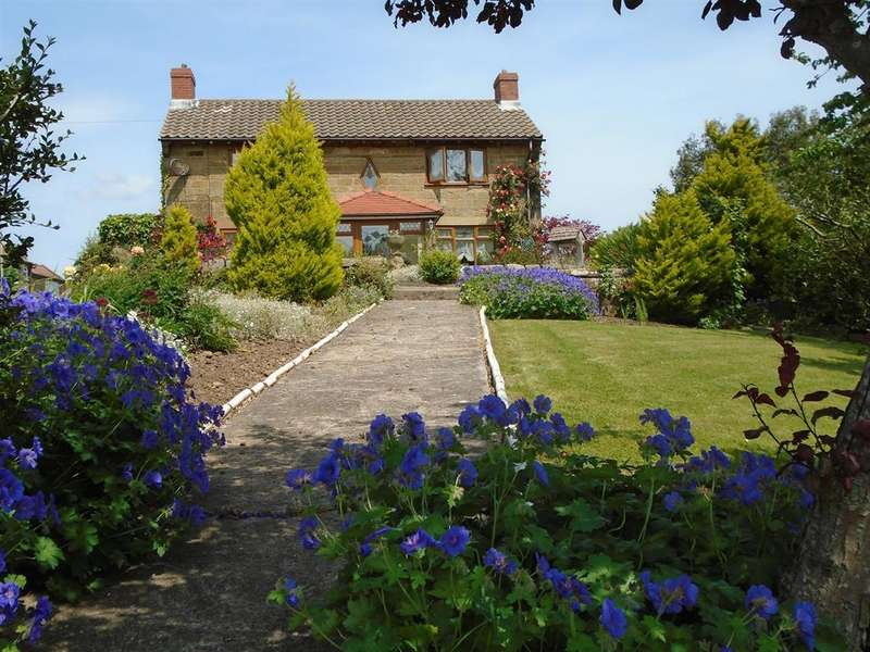 3 Bedrooms Detached House for sale in Beaconsfield Farm, South End, Burniston, Scarborough, YO13 0HP