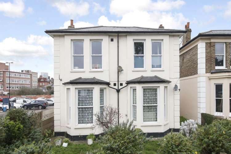 1 Bedroom Flat for sale in Slaithwaite Road London SE13