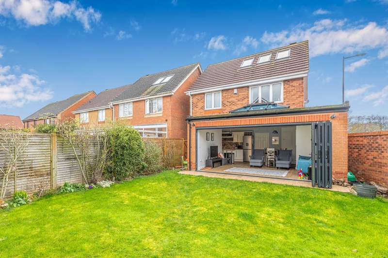 4 Bedrooms Detached House for sale in Blake Close, Royston, SG8