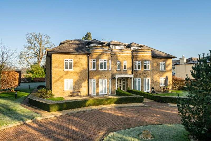 2 Bedrooms Property for sale in Millers Close, Chorleywood, WD3