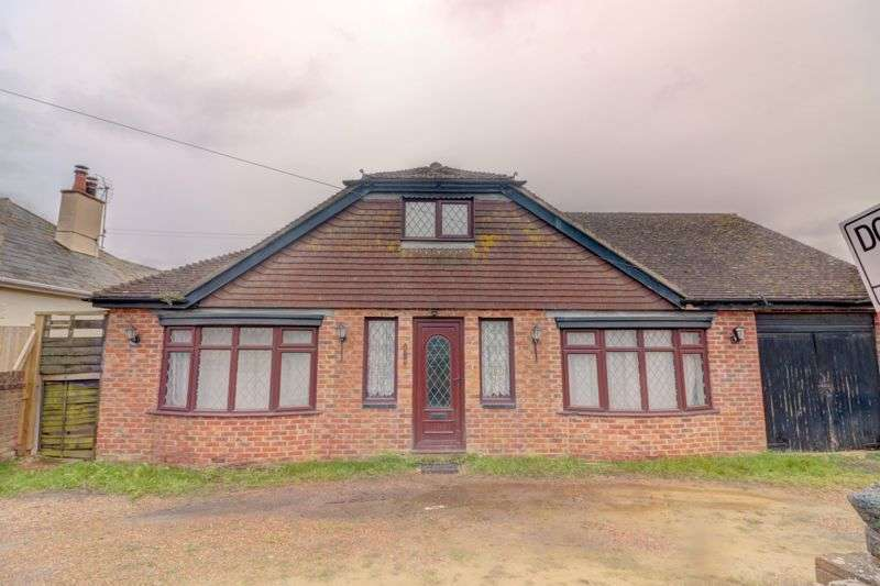 3 Bedrooms Property for sale in Dymchurch Road, New Romney