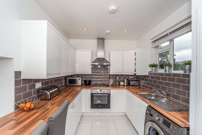 2 Bedrooms House for sale in Hargood Road, London, SE3