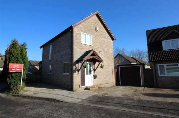 3 Bedrooms Property for sale in Sarisbury Close, Tadley