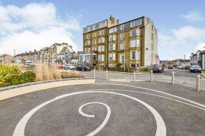 2 Bedrooms Flat for sale in Atlantic House, Sandylands Promenade, Morecambe, Lancashire, LA3