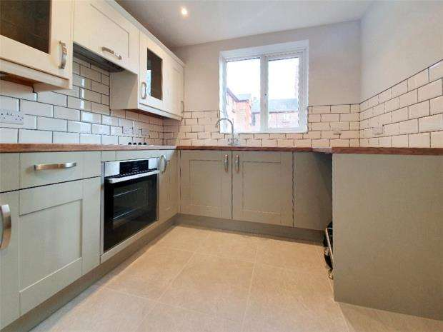 2 Bedrooms Apartment Flat for sale in Crown Mews, 15 Clarence Road, Gosport