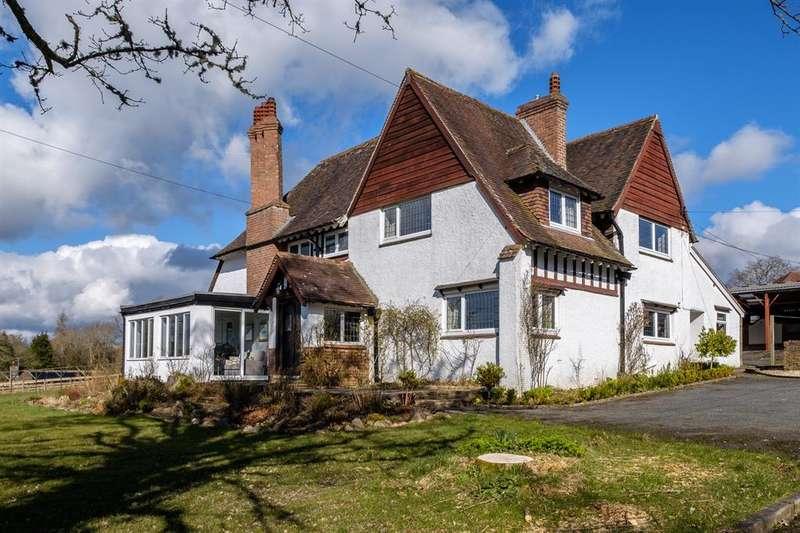 4 Bedrooms Detached House for sale in Cefnllys Lane, Llandrindod Wells, LD1 5LE