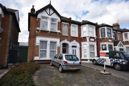 2 Bedrooms Maisonette Flat for sale in Ilford, Essex