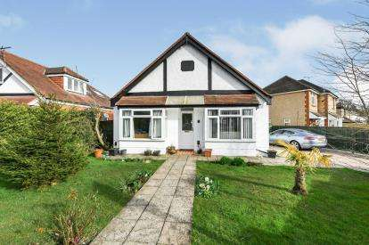 2 Bedrooms Bungalow for sale in Purbrook, Waterlooville, Hampshire