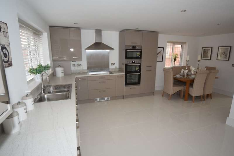 4 Bedrooms Detached House for sale in Tanfield Drive, Barrow-in-Furness