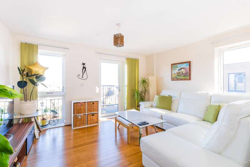 3 Bedrooms Flat for sale in Fairthorn Road, Charlton, SE7