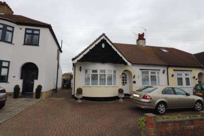 3 Bedrooms Bungalow for sale in Hornchurch