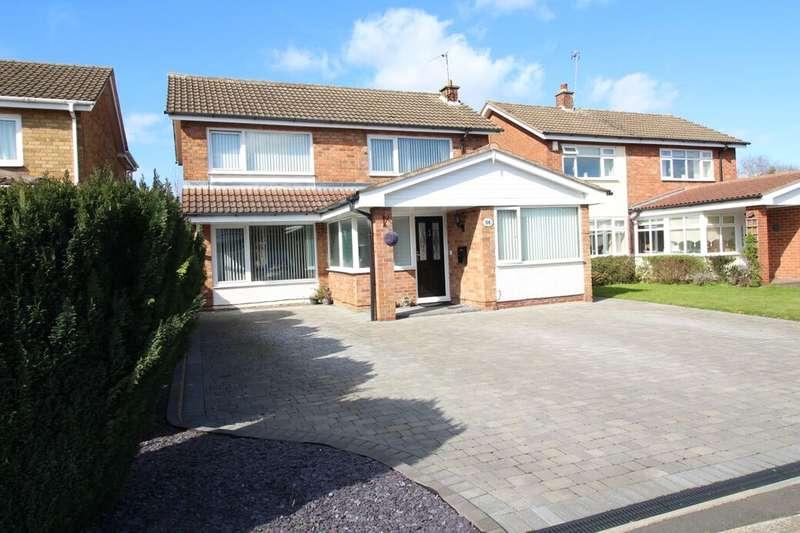 4 Bedrooms Detached House for sale in Fairway, Nuneaton, CV11