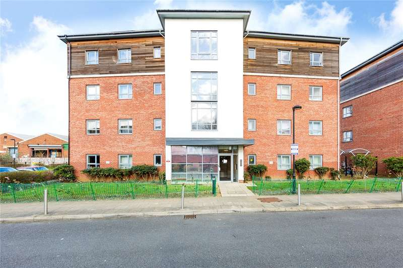 2 Bedrooms Apartment Flat for sale in Graveney Court, Riverside Close, Romford, RM1