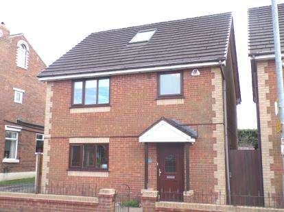 4 Bedrooms Detached House for sale in Bolton Road, Westhoughton, Bolton, Greater Manchester, BL5