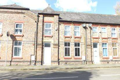 2 Bedrooms Terraced House for sale in Princess Street, Eccles, Greater Manchester