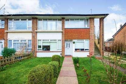 2 Bedrooms Maisonette Flat for sale in Cholmeley Court, Woodside Park Road, Woodside Park, London