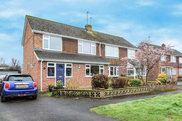 3 Bedrooms Semi Detached House for sale in Tadley, Hampshire, .